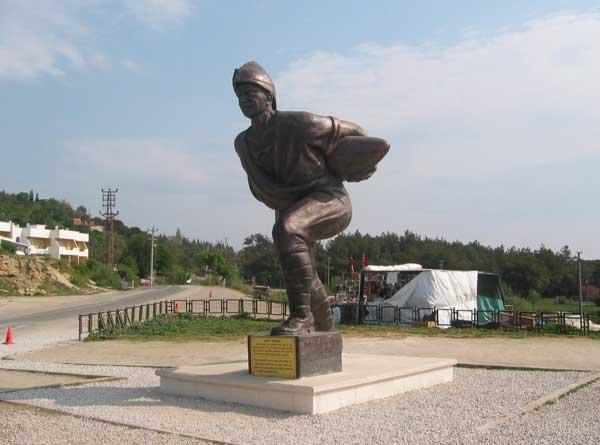 Onbaşı Seyit Anıtı Gelibolu