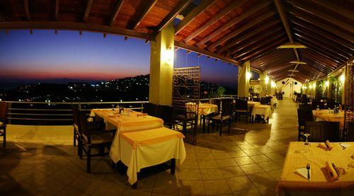 Club armonia otelin terası